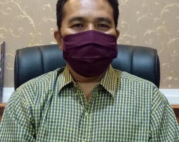 Jumlah pasien positif Covid-19 di Kota Denpasar kembali bertambah. Kali ini menimpa 3 orang dalam satu keluarga di wilayah Kelurahan Peguyangan Denpasar. Tiga orang dalam satu keluarga ini dikonfirmasi positif Covid-19 setelah hasil tes swab keluar pada Kamis (7/5).