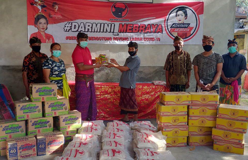 Srikandi PDI Perjuangan Kadek Darmini gelontor Sembako