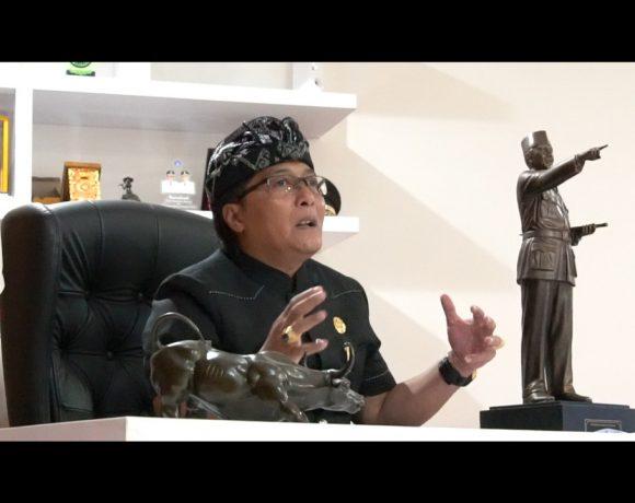 Bupati Giri Prasta Jadi Pembicara Pada Webinar Leader Talk