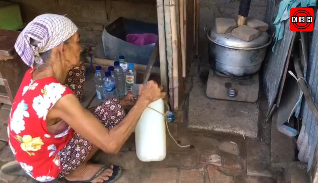 Pengrajin Arak Tradisional Butuh Kenyamanan