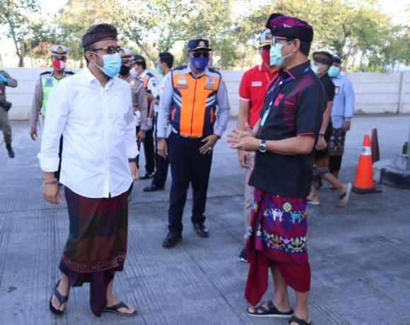 Antisipasi Arus Balik dan Penyebaran Covid-19, Wabup Suiasa Bersama Wawali Jaya Negara Pantau Penyekatan di Terminal Mengwi.