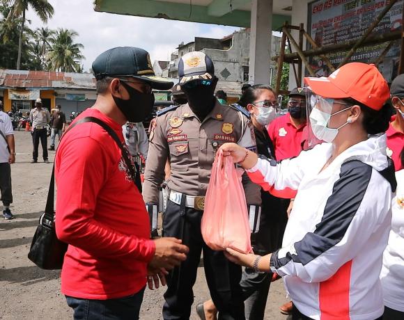 Demi masyarakatnya, Bupati Tabanan salurkan 3.600 Paket Imun Tubuh-kabarbalihits