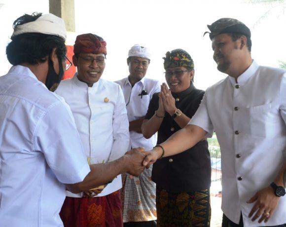 Bupati Giri Prasta Hadiri Piodalan di Pura Melanting, Br. Umahanyar Kelodan, Mambal-kabarbalihits