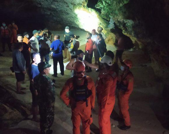 Niat Berlibur, 13 Mahasiswa Terjebak Air Laut Pasang-kabarbalihits