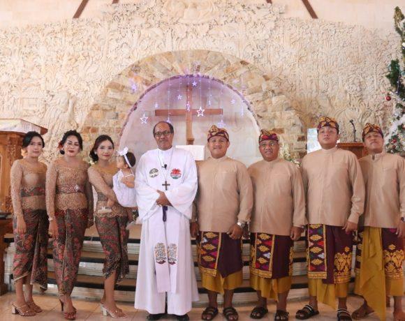 Putu Parwata Hadiri Baptis Anak-Anak di GKPB Betlehem Untal-Untal