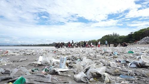 Aksi Bersih-Bersih Pantai Kuta-kabarbalihits