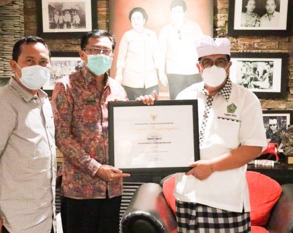 Pemkab Tabanan Dianugerahi Penghargaan dari BNPB atas Kinerja dan Sinergitas Dalam Penangulangan Bencana
