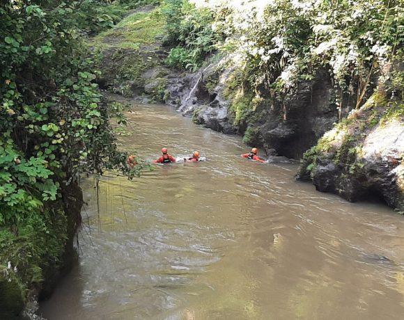 Kasus 1 Keluarga Jatuh ke Sungai, 1 Korban Belum Ditemukan-kabarbalihits