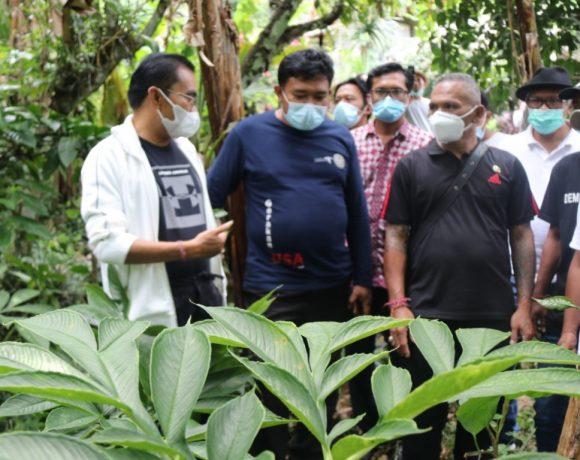 Wabup Edi Kunjungi Para Petani dan Pelaku UMKM dI Desa Mundeh, Selbar
