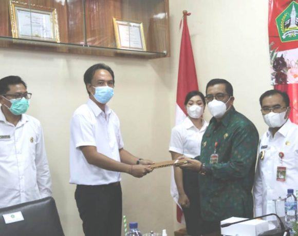 Bupati Sanjaya Serahkan 100 SK Tenaga P3K di Lingkungan Pemkab Tabanan