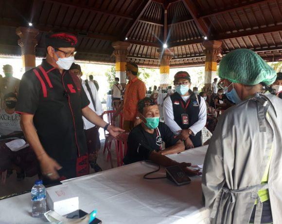 Wabup Suiasa Pantau Pelaksanaan Vaksinasi Covid-19 di Desa Dalung