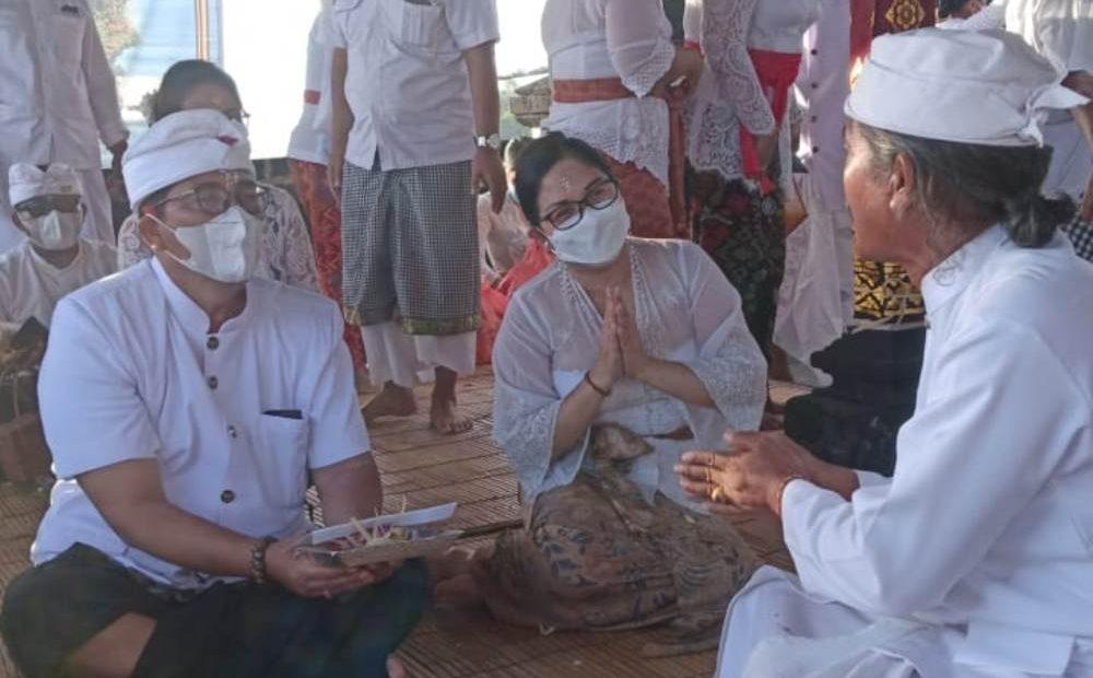 Bupati Sanjaya Ucap Syukur di Pura Luhur Tanah Lot