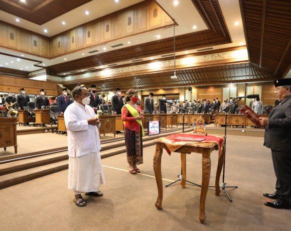 Luh Kadek Suastiari Resmi Gantikan Alm.IB Sunartha di DPRD Badung, Parwata: Mari Tingkatkan Fungsi dan Peran DPRD