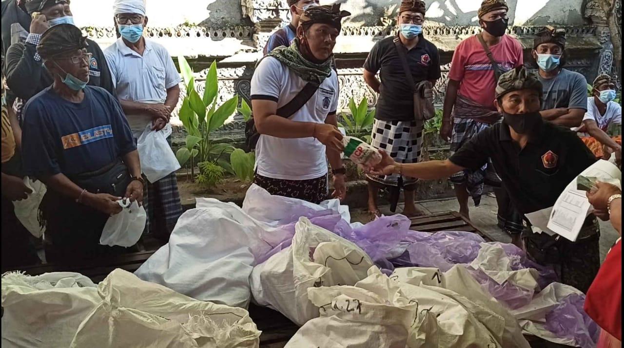 Sambut Hari Raya Galungan, Desa Adat Tanjung Benoa Kembali Bagikan Daging Ayam Kepada 805 Krama