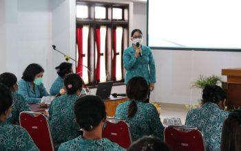 Ny. Rai Wahyuni Sanjaya Hadiri Pelatihan dan Penyuluhan Pemberdayaan Perempuan Desa Gubug
