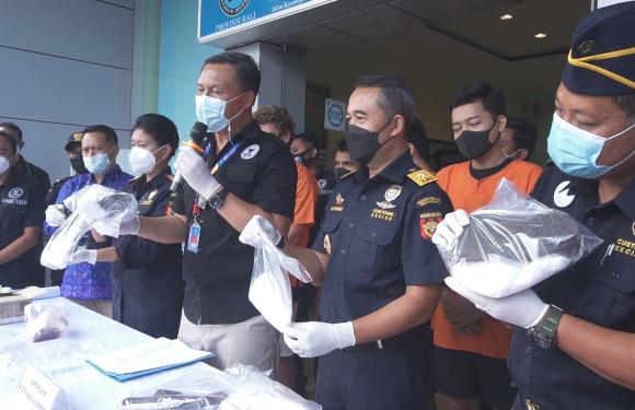 Kurir Jaringan Aceh Sembunyikan Sabu 1Kg di Dalam Sandal