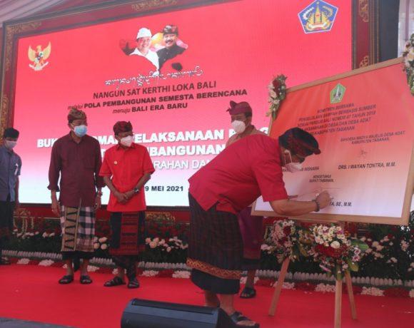 Bupati Sanjaya Bersama Gubernur Bali Tandatangani Kesepakatan Bersama Pengelolaan Sampah Berbasis Sumber