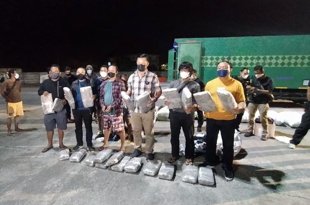 BNNP Bali Bongkar Truk Ekspedisi Memuat Ganja 44 Kg