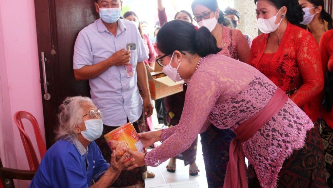 Ny. Rai Wahyuni Sanjaya, Sambangi Panti Sosial Werdha Shanti Bentuk Perhatian Khusus Kepada Lansia