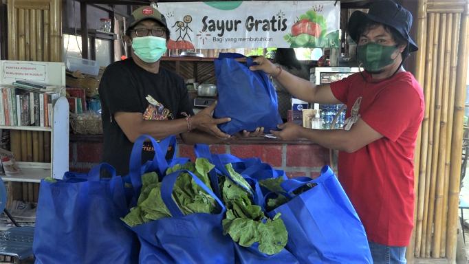 Petani Songan Peduli, Ratusan Paket Sayur Dibagikan ke Masyarakat Kota Denpasar