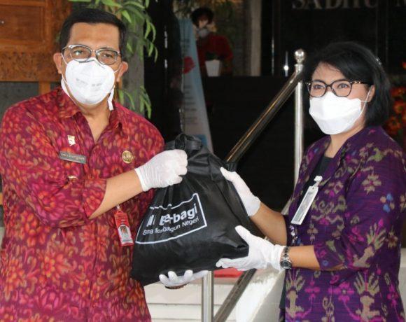 Pemkab Tabanan Menerima Bantuan 100 Paket Sembako dari CSR