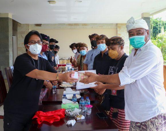 Jelang Pelaksanaan Upacara Pamlepeh Jagat di Pura Dalem Ped Nusa Penida, Paguyuban Seniman Bali Temui Bupati Giri Prasta