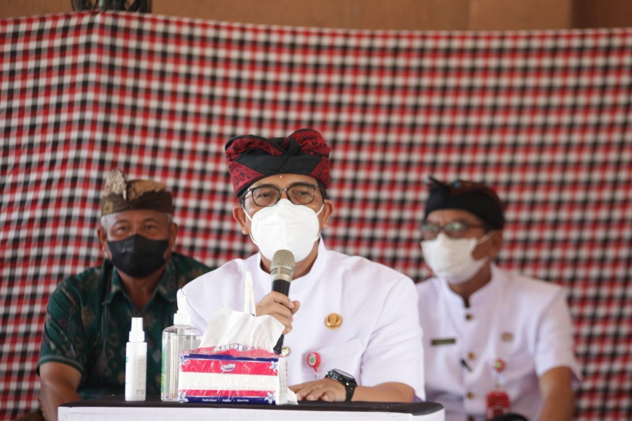 Bupati Tabanan Puji dan Dorong Gotong Royong Karya Upacara Pitra Yadnya di Desa Adat Soka